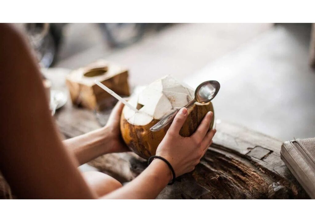 кокосова вода користь
